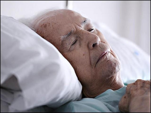 لوگ بستر مرگ پر کن عمومی باتوں پر پچھتاوا محسوس کرتے ہیں۔ (فوٹو: انٹرنیٹ)