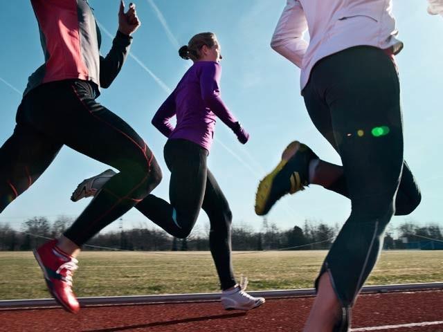 ڈیڑھ لاکھ افراد پر کی گئی تحقیق سے معلوم ہوا ہے کہ بھرپور جسمانی صحت ہی دماغی صحت کی ضامن ہوتی ہے۔ فوٹو: فائل