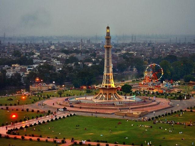 لاہورسٹی اور لاہور صدر کے نام سے دو حصوں میں تقسیم کرنے کی تجویز ہے فوٹو: فائل