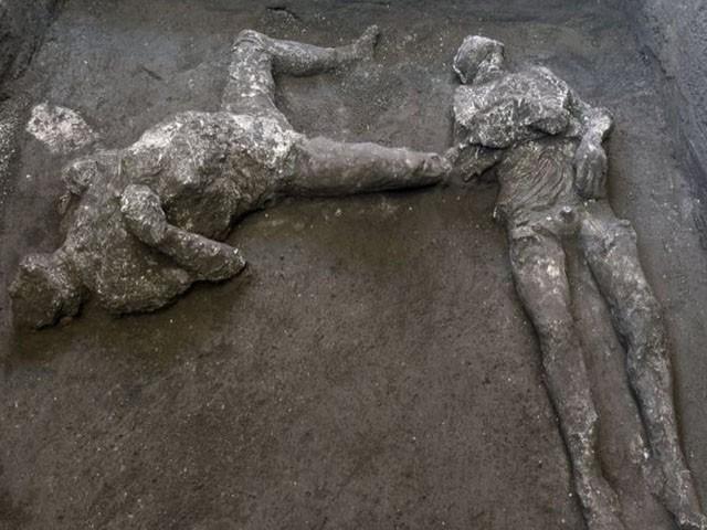 لاشیں قدیم شہر کے زیر زمین چیمبر کی کھدائی کے دوران ملیں، فوٹو : ٹویٹر