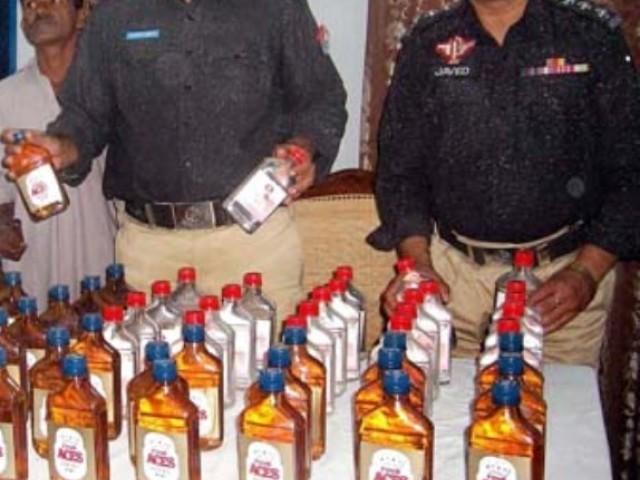 کنسائمنٹ کے لیے 600شراب کی بوتلیں ظاہر کی گئی تھیں فوٹو: فائل