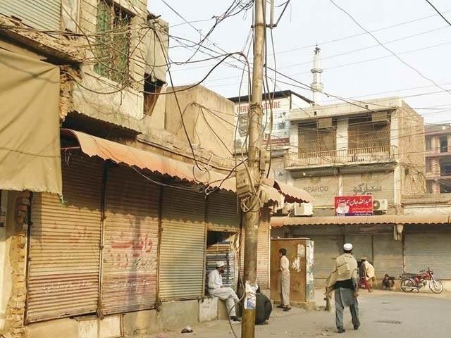 اسٹنٹ کمشنر پشاور احتشام الحق کا کہنا ہے کہ تاجروں کی جانب سے کورونا کی دوسری لہر میں غیر سنجیدگی کا مظاہرہ کیا جارہا ہے(فوٹو، فائل)