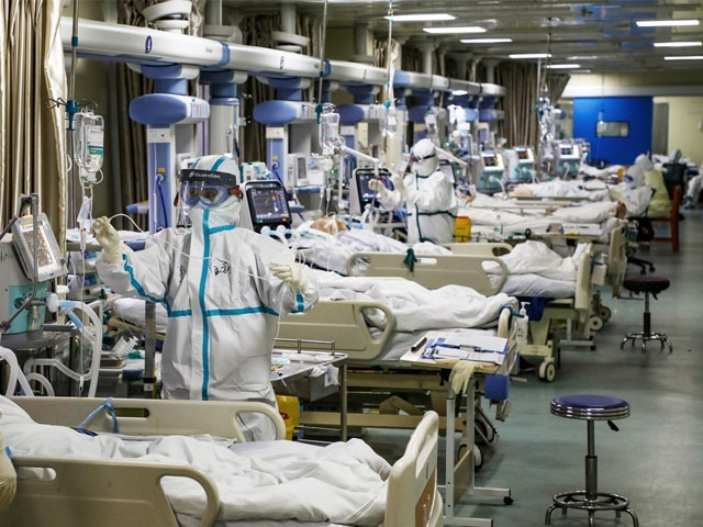 ایک دن میں 17 لاکھ 85 ہزار ٹیسٹس آئے اور ایک لاکھ 66 ہزار وائرس کی تشخیص ہوئی ، فوٹو: اے ایف پی
