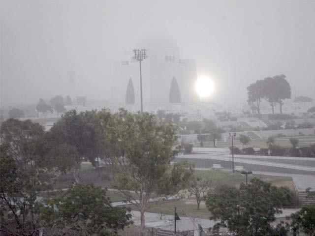 شہر کا زیادہ سے زیادہ درجہ حرارت مزید 2 ڈگری گرگیا ۔ فوٹو : فائل