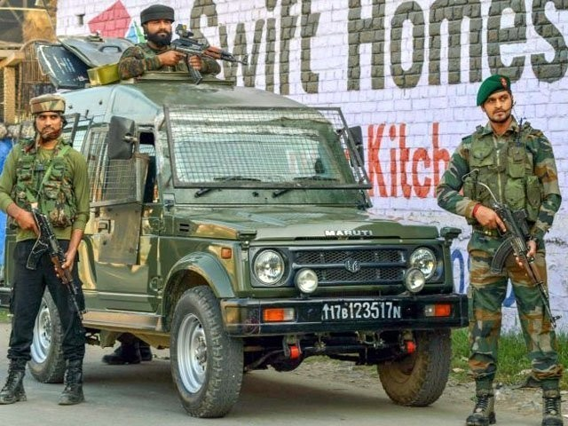 قابض بھارتی فوج نے سرچ آپریشن کے دوران انسانی حقوق کی سنگین خلاف ورزی کی، فوٹو : فائل