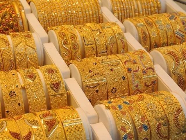 فی تولہ سونے کی قیمت بڑھکر 110800 روپے ہوگئی . فوٹو : فائل