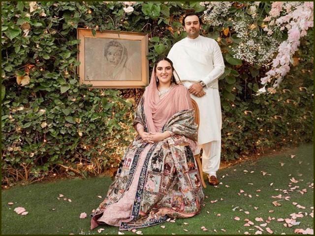 بختاور بھٹو اور ان کے منگیتر محمود چوہدری نے روایتی مشرقی لباس زیب تن کیا (فوٹو : ایکسپریس)