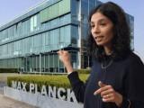 پاکستان میں پیدا ہونے والی آصفہ اختر ایپی جنیٹکس اور کروموسوم پر تحقیق میں عالمی شہرت رکھتی ہیں اور اب انہیں میکس پلانک سوسائٹی کے زیرِ تحت طب و حیاتیات کے شعبے کا نائب صدر بنایاگیا ہے۔ فوٹو: نیچر