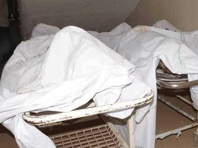 ایک ہی گھر سے 3 بچوں کے جنازے اٹھنے پر صف ماتم بچھ گئی فوٹو: فائل