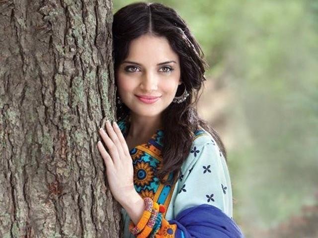 ارمینا خان چاہتی تو دیگر لڑکیوں کی طرح اس سوال پر منفی ردعمل دے سکتی تھیں، صارفین کی تعریف