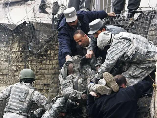 بارود سے بھری ملٹری گاڑی کو فوجی بیس میں لے جا کر دماکے سے اۃڑادیا، فوٹو : فائل