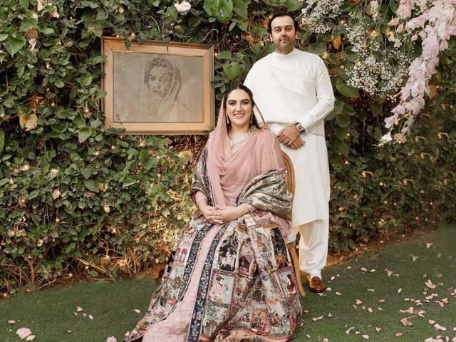 بختاور بھٹو کی منگنی دبئی سے تعلق رکھنے والے بزنس مین محمود چوہدری کے ساتھ ہوئی ہے ۔ فوٹوسوشل میڈیا