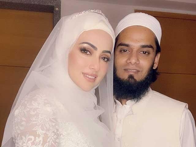 ثناء خان نے اپنے انسٹاگرام اکاؤنٹ پر شایر کی جو شادی کر رہی ہے اس میں ایک دوسرے کے ساتھ شادی کی کوئی بات نہیں ہے