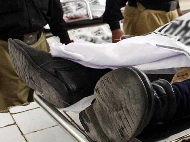 موٹرسائیکل پر سوار نقاب پوش افراد نے اے ایس آئی آخیر زمان کو فائرنگ کرکے شہید کردیا ۔ فوٹو : فائل