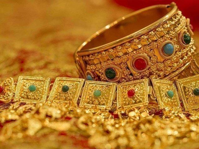 صرافہ مارکیٹوں میں فی تولہ سونے کی قیمت گھٹ کر110500 روپے ہو گئی ہے۔ فوٹو فائل