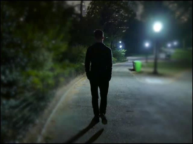 بیوی سے جھگڑے کے بعد وہ شخص خود کو پرسکون کرنے کےلیے 'لانگ واک' پر نکل پڑا اور چلتا ہی چلا گیا۔ (فوٹو: انٹرنیٹ)