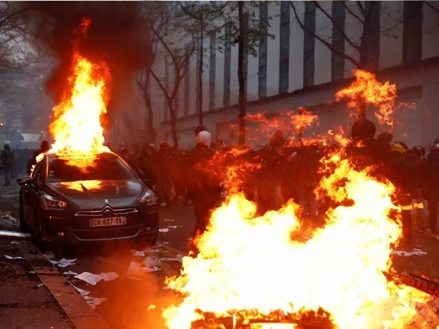 فرانس میں تعارف کروائے گئے داخلی سلامتی کے قوانین کے خلاف پُرتشدد احتجاج کے پروگرام ہیں (فوٹو ، آایف پی)