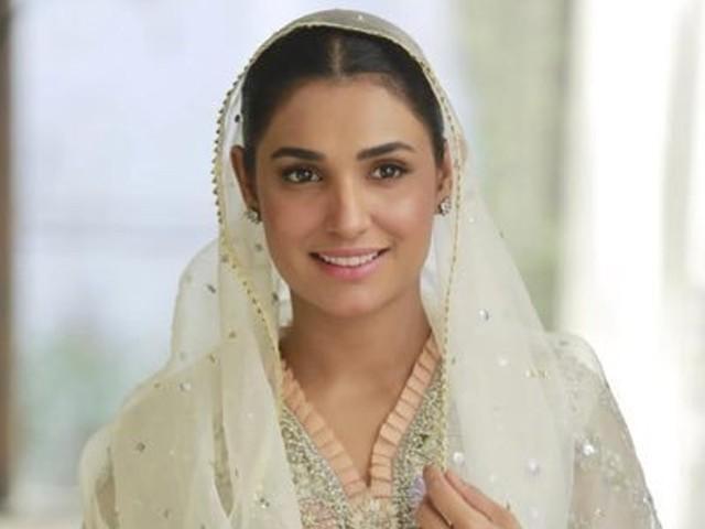 کچھ ماہ قبل اماں الیاس کی شادی سے متعلقہ خبریں سامنے آتی ہیں جن کے بارے میں اداکارہ کے بارے میں خبروں کی تردید کی تھی۔  فوٹو: فائل