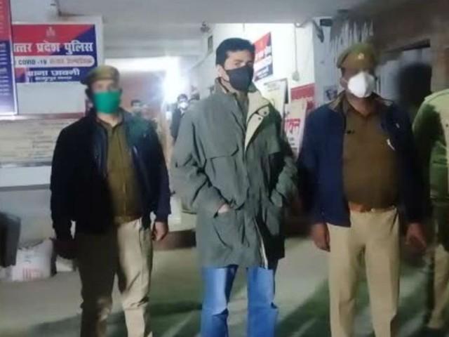 ہندوستانی فوج کے کرنل نہیں دوست کو نشانہ آور شربت پلاکر بیہوش کیا۔  فوٹو: بھارتی میڈیا۔