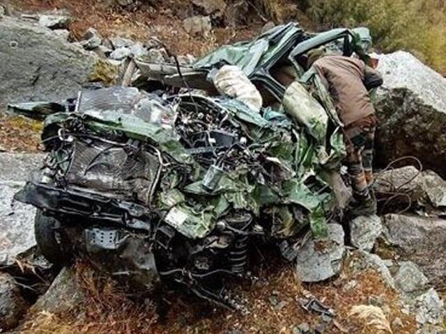 حادثہ میں ایک اہلکار بھی ہوا ، جس کویلی کاپٹر زریعے کولکتہ منتقل ہوا۔  فوٹو: انٹرنیٹ