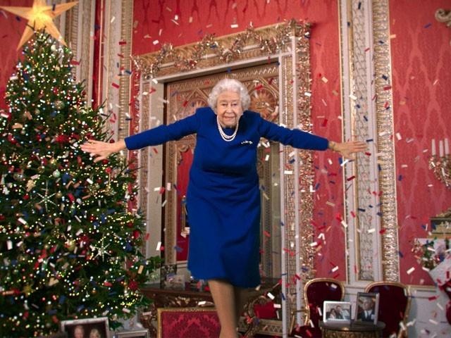 ڈی پی فیکنالوجی کی مدد سے ملکہ برطانیہ کو پیغام کے آخر میں رقص بھی کیا گیا ، فوٹو گرافر