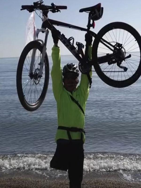 one leg cyclist