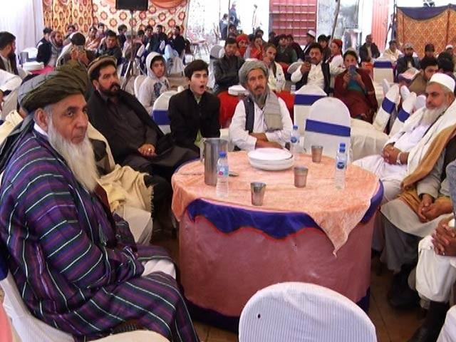 افغان مہاجرین کے جرگے نے فیصلہ کیا ہے کہ  خلاف ورزی کرنے والوں کا سوشل بائیکاٹ کیاجائے گا(فوٹو۔ اسٹاف)