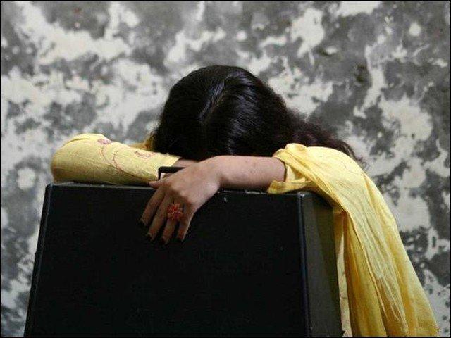 پولیس نے حیدرآباد سے لاپتہ ہونے والی لڑکی کو کراچی سے بازیاب کرالیا۔
