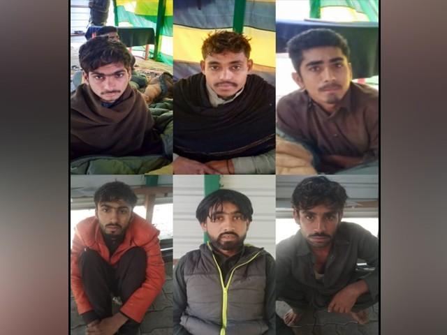 بارڈرسیکیورٹی فورس نے 8 جنوری کو 6 پاکستانی نوجوانوں کو گرفتار کیا تھا فوٹو: ایکسپریس