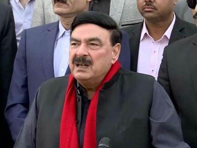 عمران خان چوروں اور ڈاکوؤں سے مفاہمت کے بجائے ان کا احتساب کریں گے، شیخ رشید۔ فوٹو:فائل