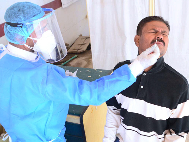 ملک بھر میں مصدقہ کورونا مریضوں کی تعداد 504293 ہوگئی فوٹو: فائل