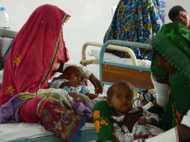 تھرپارکر کے اسپتالوں میں 50 سے زیادہ بچے زیر علاج ہیں۔   فوٹو: فائل
