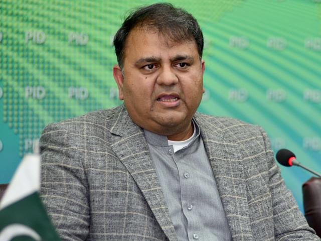 کم ازکم دنیا کے دوبڑے برانڈز پاکستان میں اپنی فیکٹری لگانے کوتیارہیں، فواد چوہدری: فوٹو: فائل