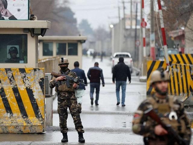 حملے کے بعد طالبان افغان فوج کی 2 گاڑیاں بھی ساتھ لے گئے، ذرائع۔ فوٹو : فائل