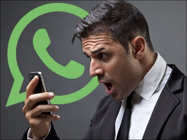 کئی صارفین واٹس ایپ کی متبادل ایپس پر شفٹ بھی ہوچکے ہیں۔ (فوٹو: فائل)