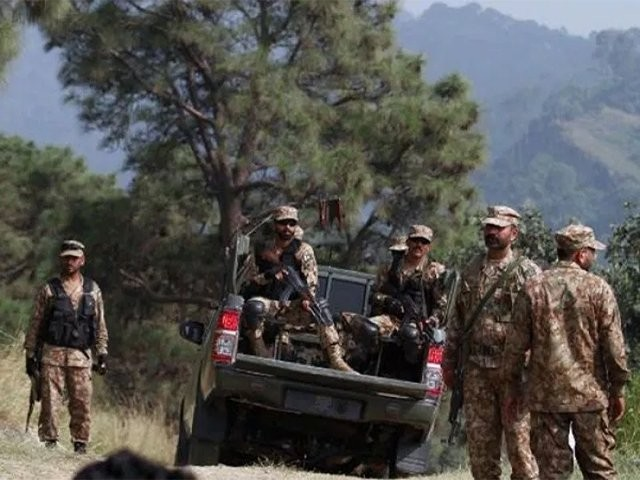 سیکیورٹی فورسز کے آپریشن کے دوران 2 دہشت گرد بھی مارے گئے، آئی ایس پی آر۔ فوٹو : فائل