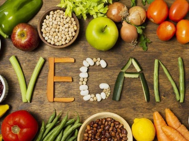 برطانوی کمپنی نے تین ماہ تک گوشت چھوڑنے والے ایک خوش نصیب کے لیے ایک کروڑ روپے نقد کا اعلان کیا ہے (فوٹو: فائل)