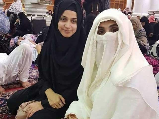 دو سال قبل نور بخاری نے سعودی عرب سے بشریٰ بی بی کے ساتھ اپنی تصویر شیئر کی تھی   فوٹوسوشل میڈیا