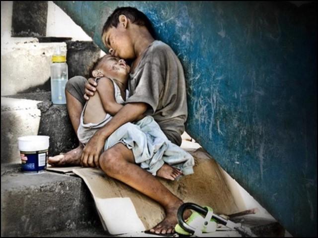 غریب کو صرف دو وقت کی روٹی کی فکر ہے۔ (فوٹو: انٹرنیٹ)