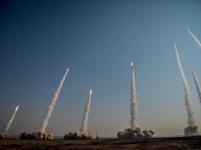 ایرانی بحریہ نے خلیج فارس میں دو روزہ جنگی مشقوں کا آغاز کیا ہے، فوٹو: فائل