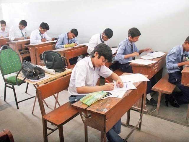 ملک بھرمیں میٹرک اور انٹر کے امتحانات بالترتیب مئی اور جون میں ہوں گے۔ فوٹو: فائل