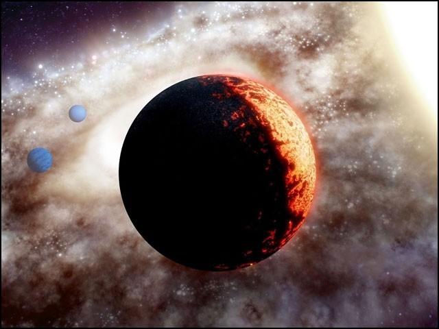 اسے TOI-561b کا نام دیا گیا ہے، یعنی یہ TOI-561 نامی ستارے کے گرد چکر لگانے والا سب سے قریبی سیارہ ہے۔ (تصویر بحوالہ ایڈم میکرنکو، ڈبلیو ایم کیک آبزرویٹری)