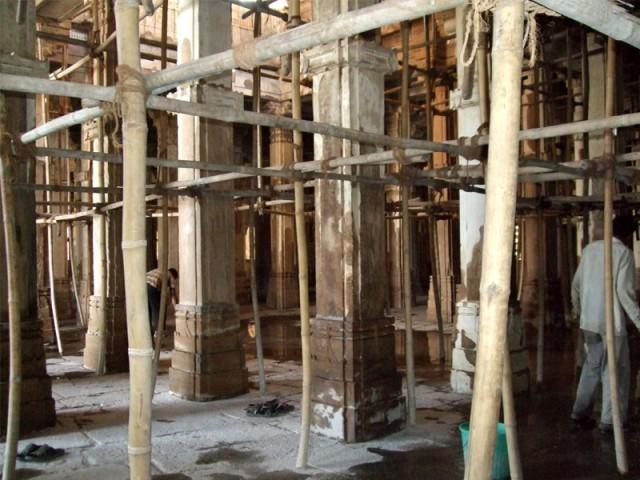 شہر میں غیرقانونی تعمیرات جاری ہیں، متعلقہ اداروںکی ملی بھگت سے قبضے ہو رہے ہیں، درخواست گزار۔ فوٹو : فائل