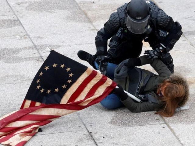 6 جنوری کو کانگریس کی عمارت پر حملے میں 5 افراد کی ہلاکت کے بعد سیکیورٹی سخت کردی گئی ہے، فوٹو : فائل