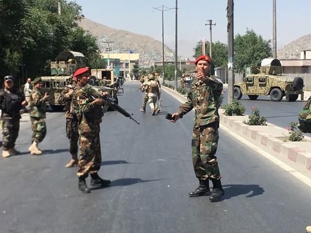 واقعہ کے بعد سے سیکیورٹی فورسز کے 2 اہلکار بھی لاپتہ ہیں۔ فوٹو : فائل
