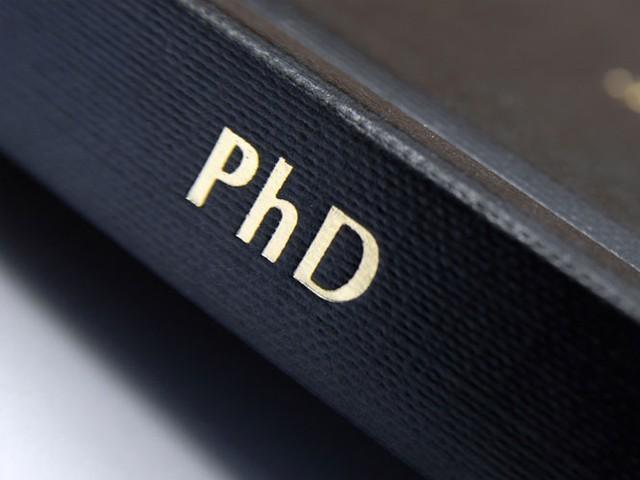 جامعات میں پہلے سے انرولڈ پی ایچ ڈی طلبہ پر مکمل یا من و عن اطلاق نہیں ہوگا، نوٹیفیکیشن۔ فوٹو : فائل