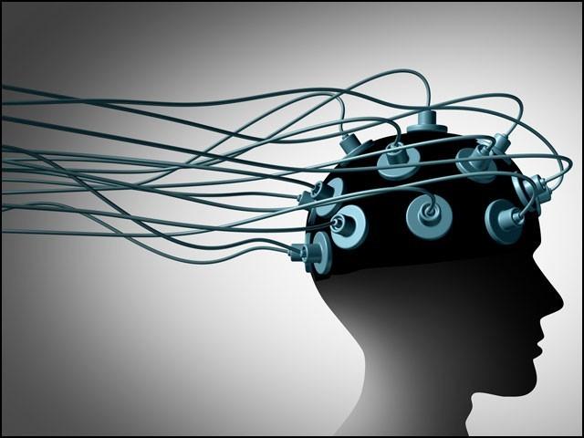 بجلی کے غیر محسوس دماغی جھٹکوں نے شدید ڈپریشن کی مریضہ کو برسوں بعد کھلکھلا کر ہنسنے پر مجبور کردیا۔ (فوٹو: انٹرنیٹ)