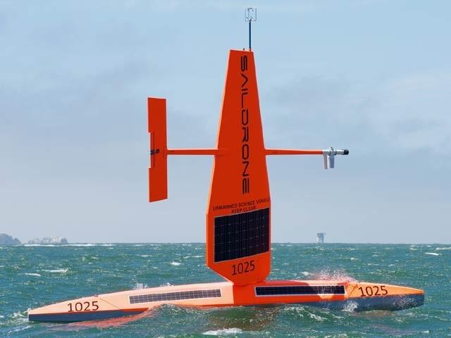امریکہ میں تیارکردہ خود کشمیریوں کا سب سے بڑا ماڈل تیار ہے جو سمندری فرش کا نقشہ کشی کررہا ہے۔  فوٹو: سیل ڈرون کمپنی