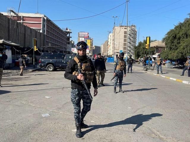 خودکش حملہ آور بازار میں داخل ہوئے اور پھر خود کو دھماکے سے اڑالیا، عراقی وزارت داخلہ۔ فوٹو : فائل