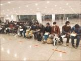 تمام پاکستانی اسلام آباد منتقل، کھانا، کپڑے، جوتے دو بڑی این جی اوز کی جانب سے فراہم کیے گئے (فوٹو : ایف آئی اے)